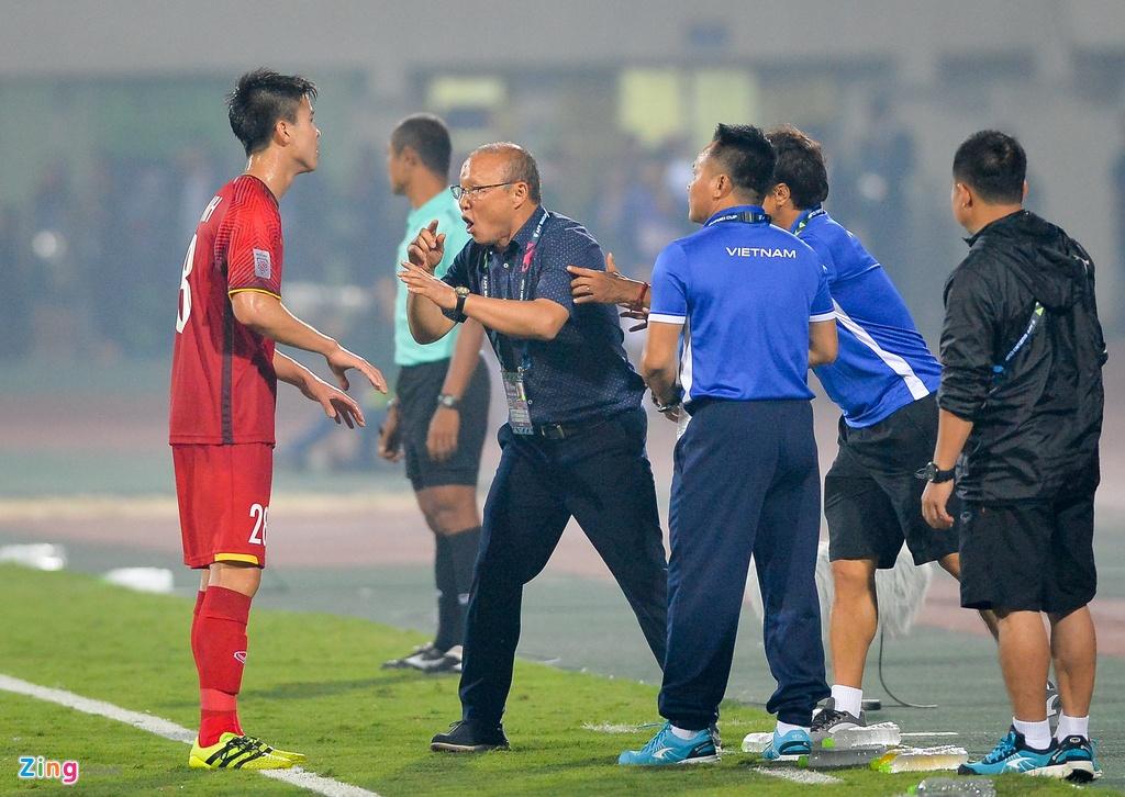 Phan ung dang yeu cua HLV Park Hang-seo trong tran gap Campuchia hinh anh 6