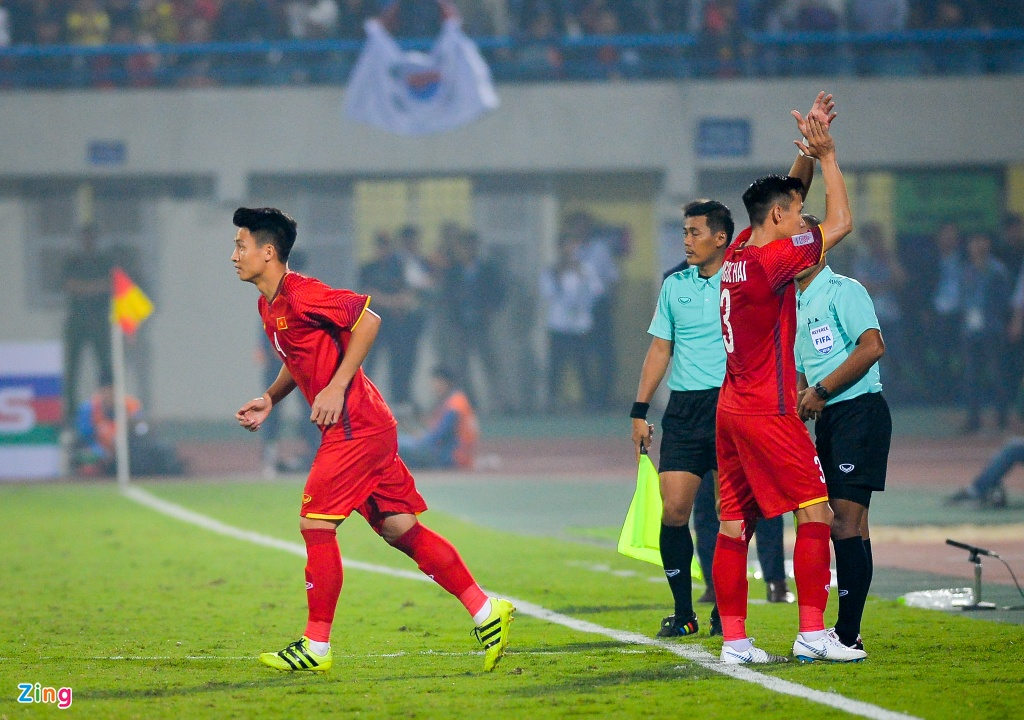 Bui Tien Dung om Dinh Trong, Duy Manh sau lan dau thi dau tai AFF Cup hinh anh 7