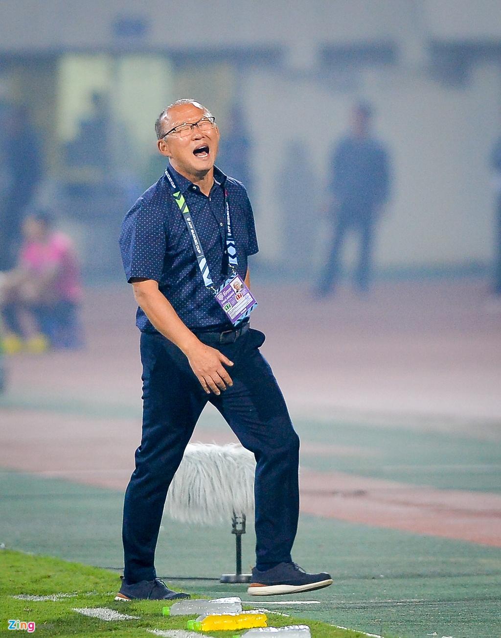 Phan ung dang yeu cua HLV Park Hang-seo trong tran gap Campuchia hinh anh 7