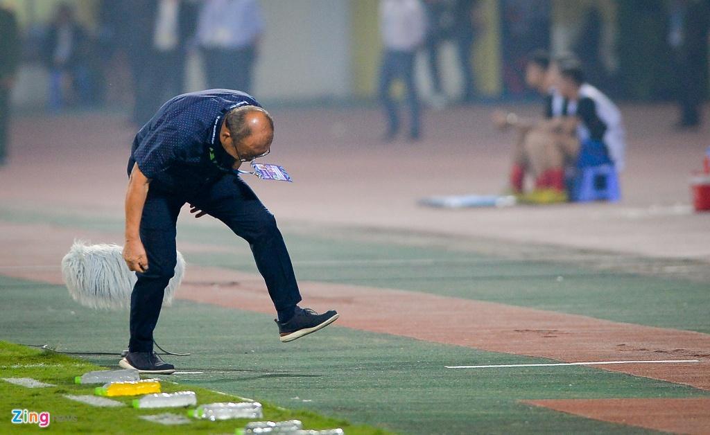 Phan ung dang yeu cua HLV Park Hang-seo trong tran gap Campuchia hinh anh 8