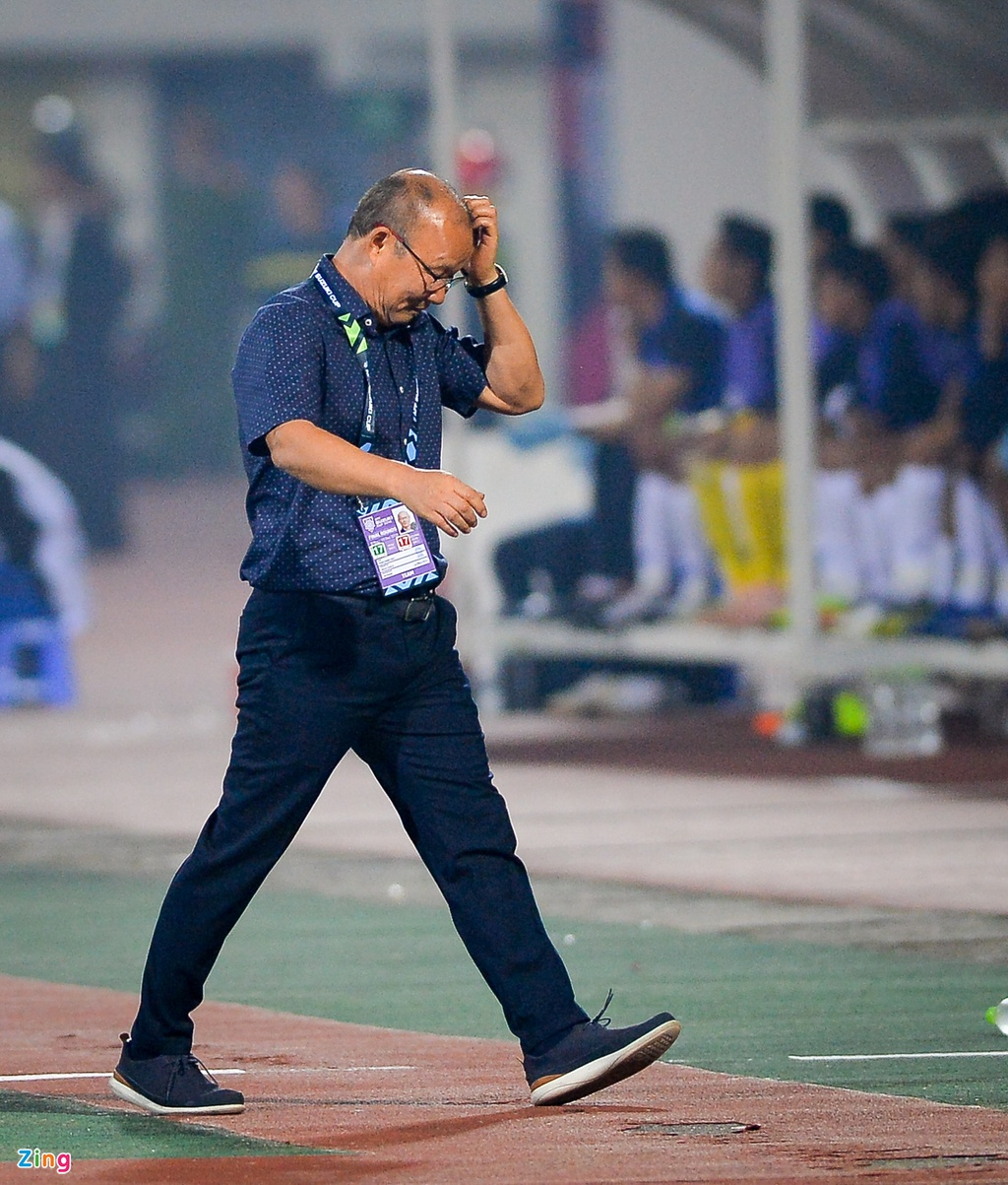 Phan ung dang yeu cua HLV Park Hang-seo trong tran gap Campuchia hinh anh 9