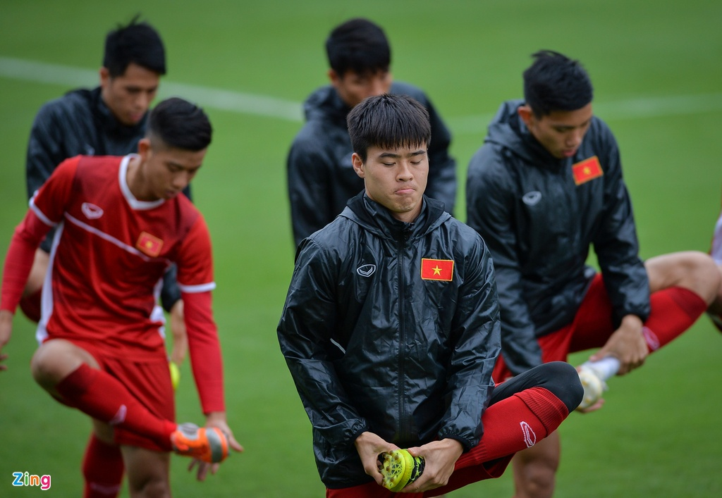 Van Toan, Ngoc Hai tap rieng voi bac si truoc them chung ket AFF Cup hinh anh 5