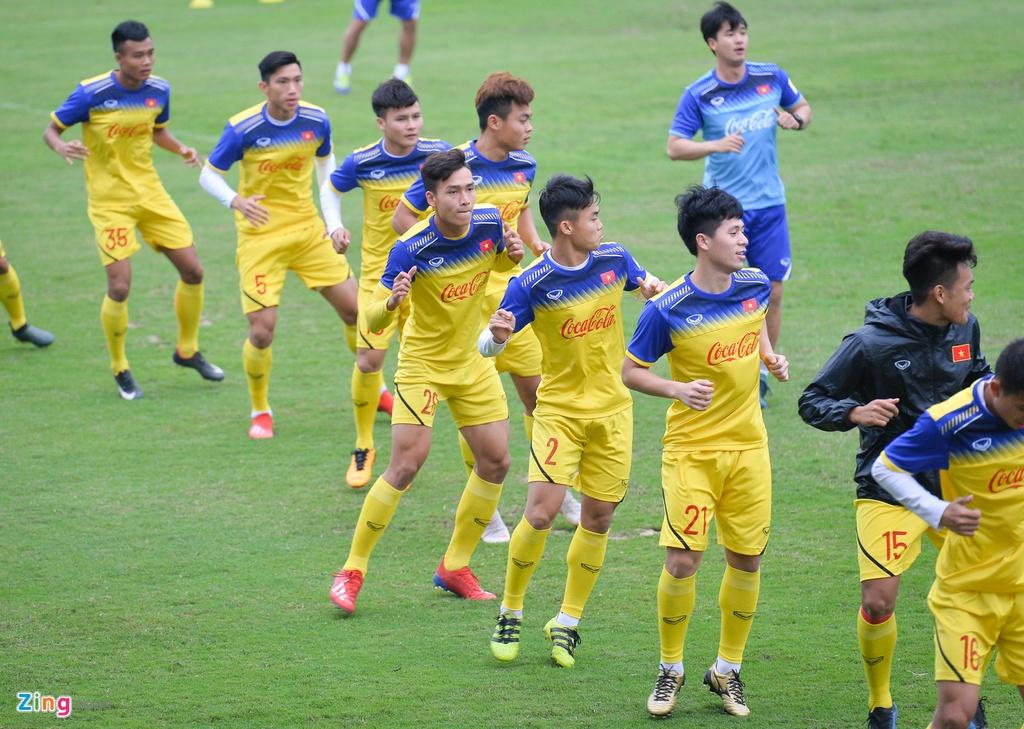 Cau thu U23 Viet Nam 'tho khong ra hoi' sau khi chong day 40 cai hinh anh 1