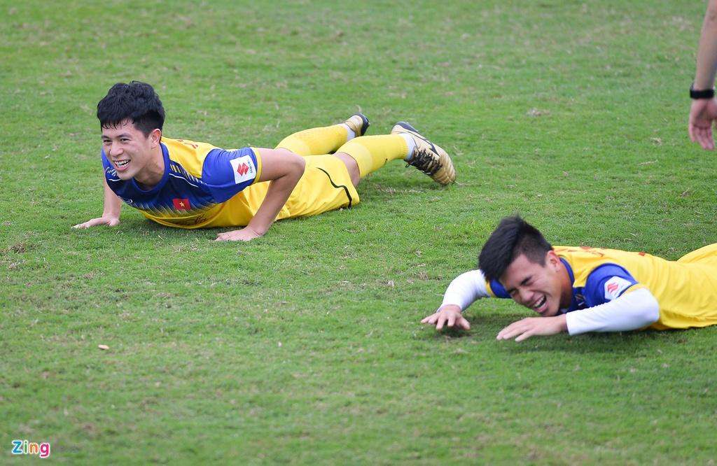 Cau thu U23 Viet Nam 'tho khong ra hoi' sau khi chong day 40 cai hinh anh 5