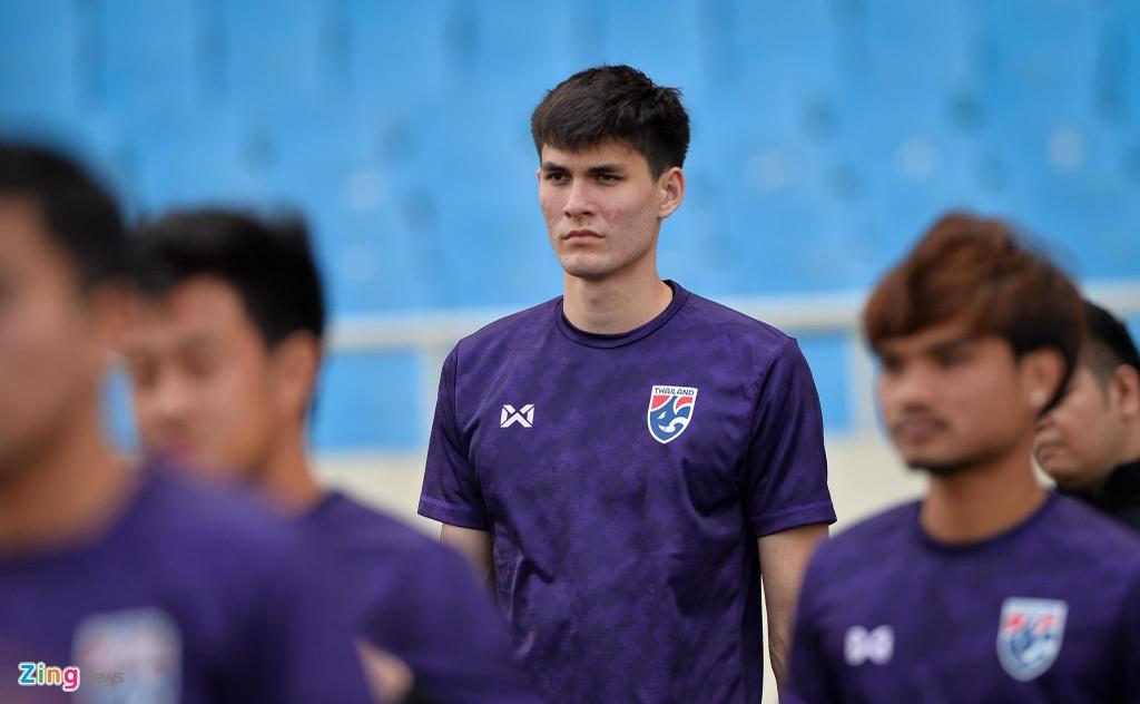 Trung ve cao gan 2 m noi bat trong buoi tap cua U23 Thai Lan hinh anh 2