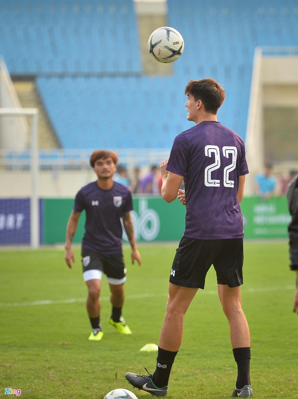 Trung ve cao gan 2 m noi bat trong buoi tap cua U23 Thai Lan hinh anh 3
