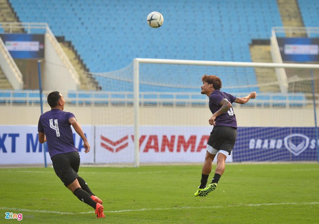Trung ve cao gan 2 m noi bat trong buoi tap cua U23 Thai Lan hinh anh 4