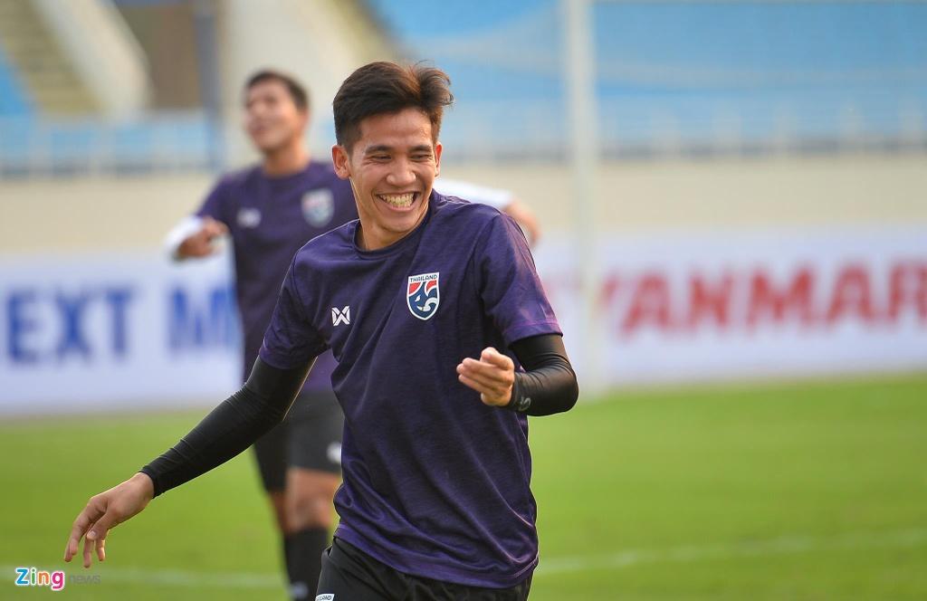 Trung ve cao gan 2 m noi bat trong buoi tap cua U23 Thai Lan hinh anh 6