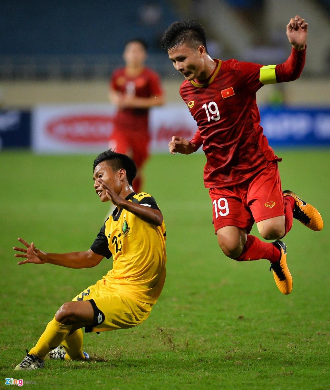 Quang Hai tung nguoi volley trong ngay U23 Viet Nam dai thang hinh anh 2