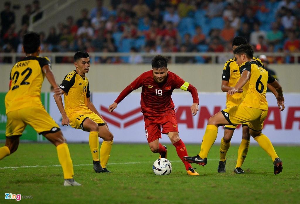 Quang Hai tung nguoi volley trong ngay U23 Viet Nam dai thang hinh anh 4