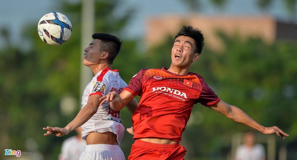 Da giu chan, U23 Viet Nam van mat 2 cau thu vi chan thuong hinh anh 2