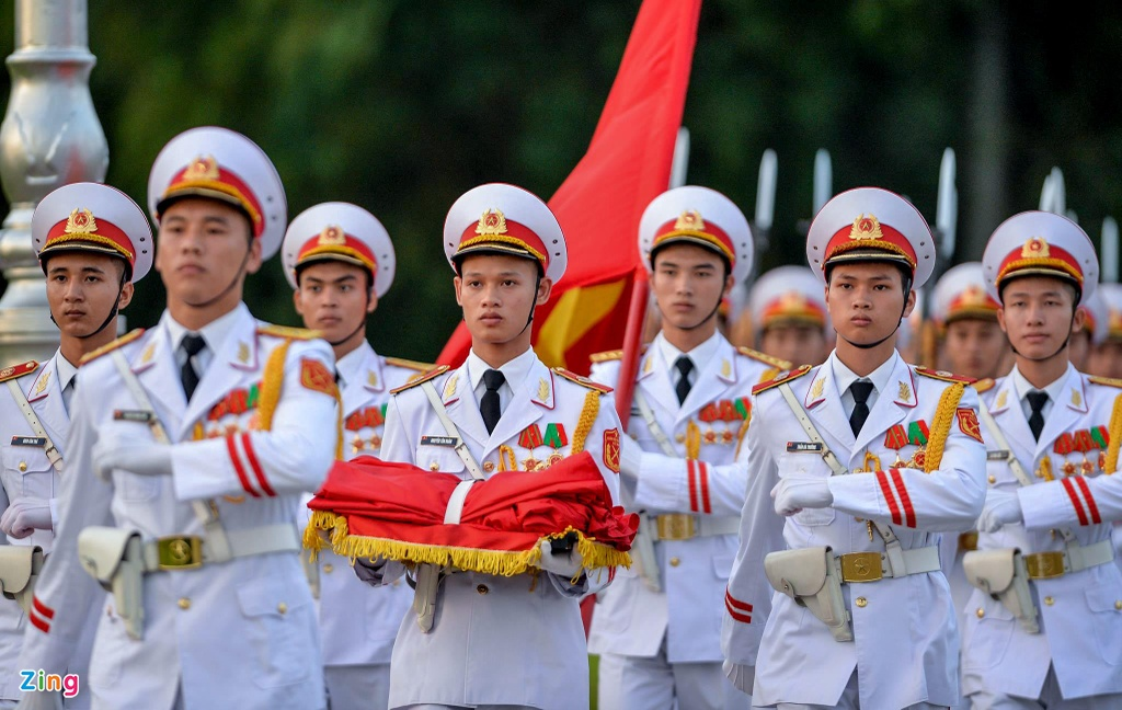 Nghi le thuong co o Lang Chu tich Ho Chi Minh hinh anh 1