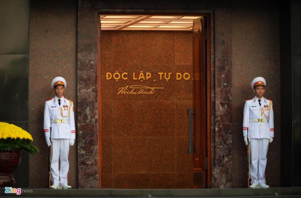 Nghi le thuong co o Lang Chu tich Ho Chi Minh hinh anh 3