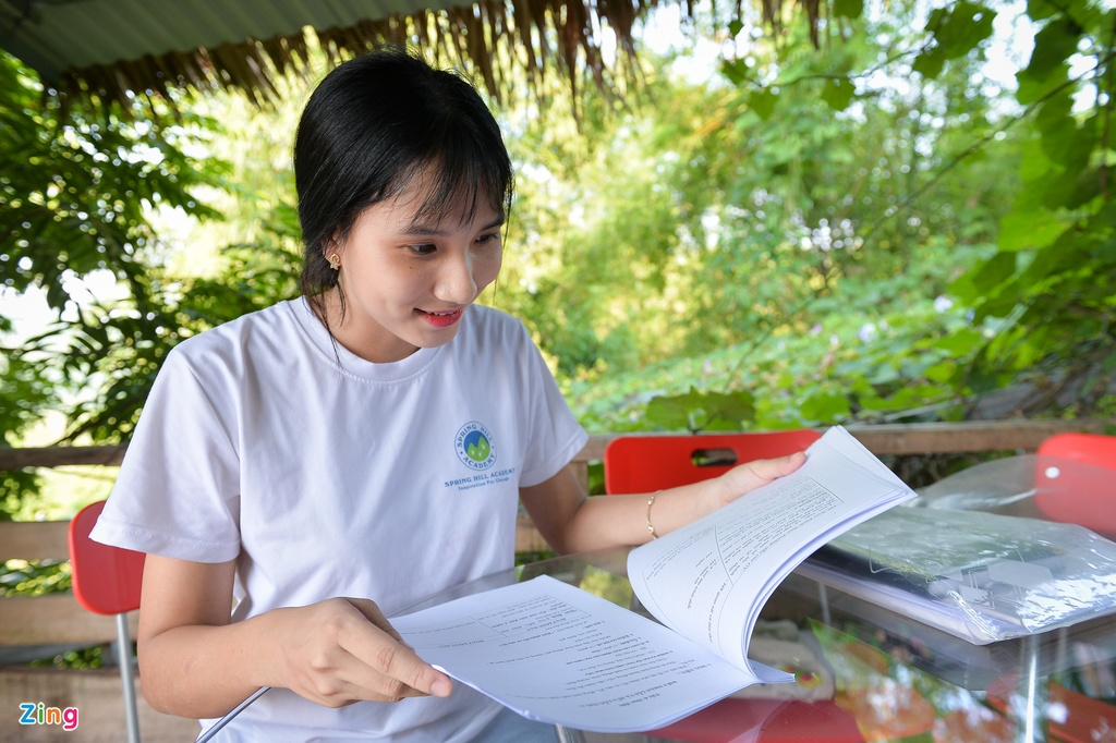 chi em sinh doi cung lam co giao anh 13