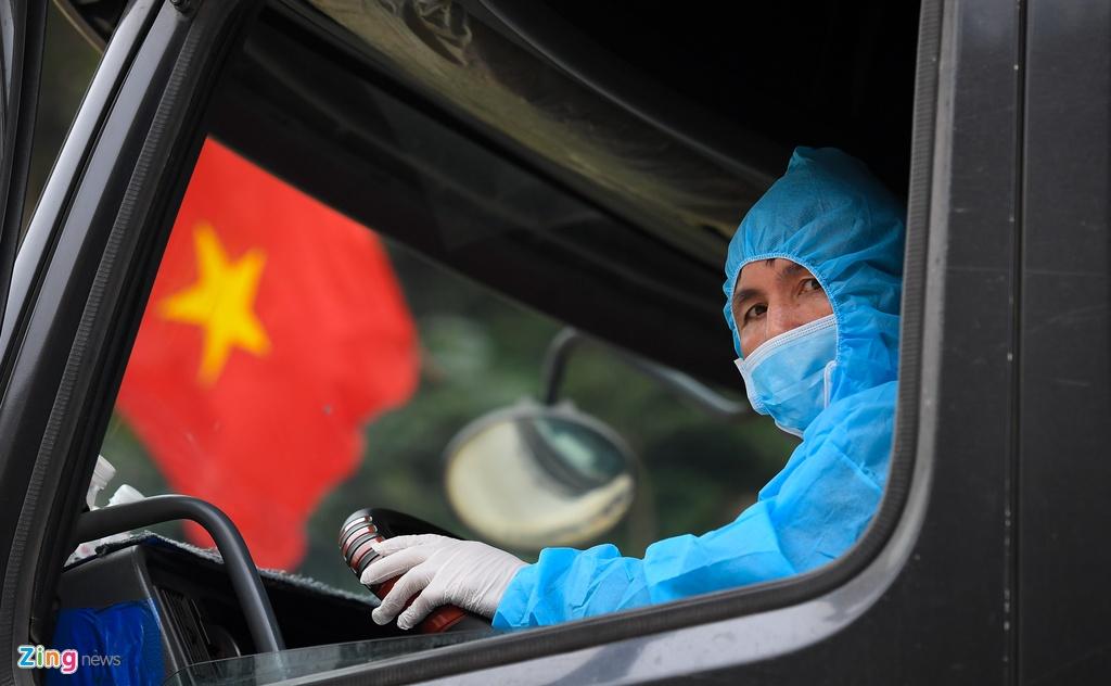 Tai xe nhin an uong, cho hang sang Trung Quoc hinh anh 4 4_thong_quan_cua_khau_Tan_Thanh_zing30.jpg