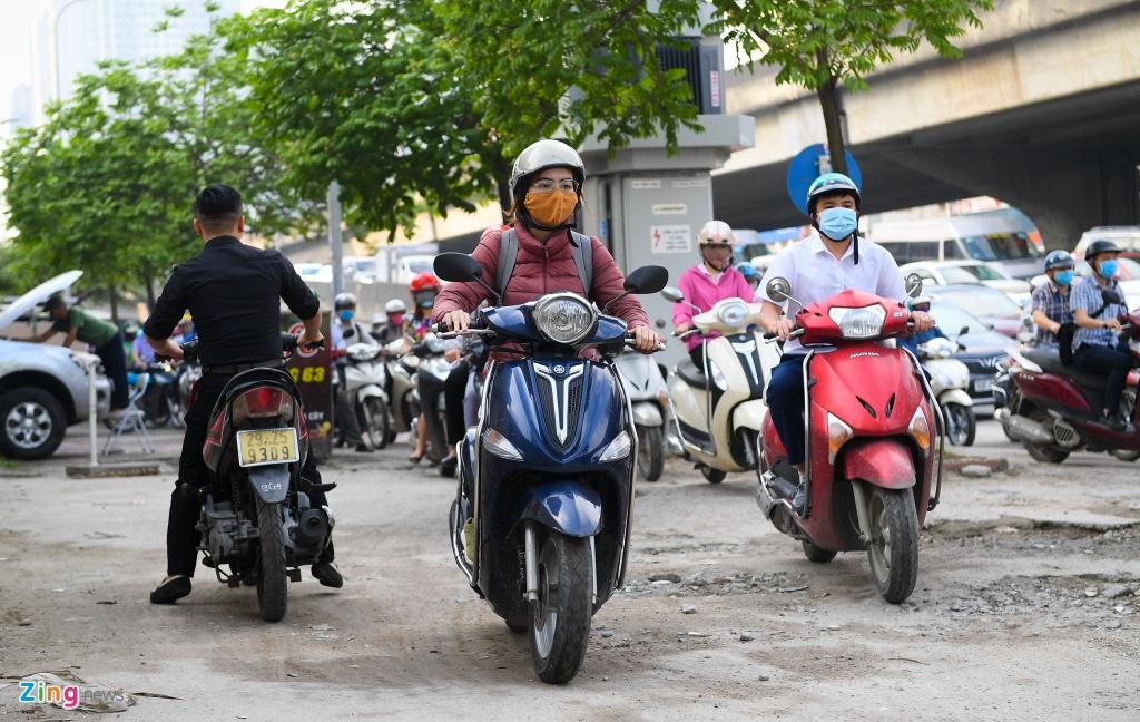 Giao thong Ha Noi, TP.HCM tro lai canh roi loan ke tu dau mua dich hinh anh 2 2_tac_duong_ngay_dau_di_hoc_zing8.jpg