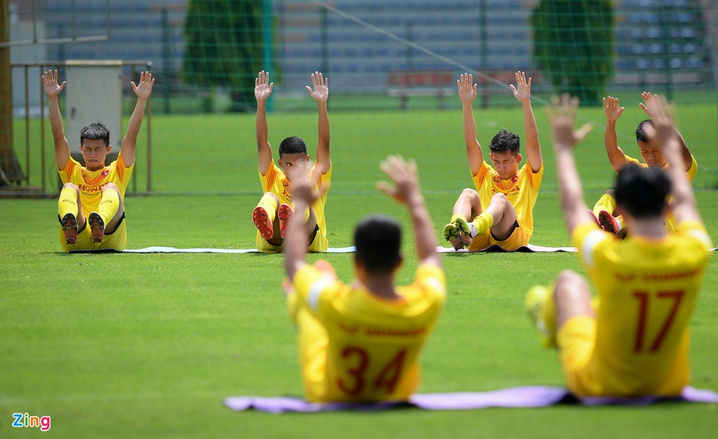 HLV Park Hang-seo chong day mot tay anh 2