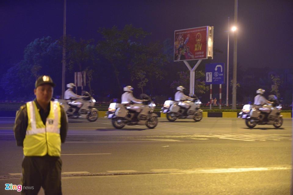 Doan xe dac chung don Tong thong Obama tai Ha Noi hinh anh 17