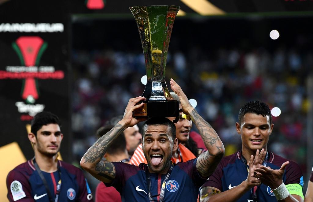 Dani Alves lap sieu pham sut phat dua PSG dang quang sieu cup Phap hinh anh 10
