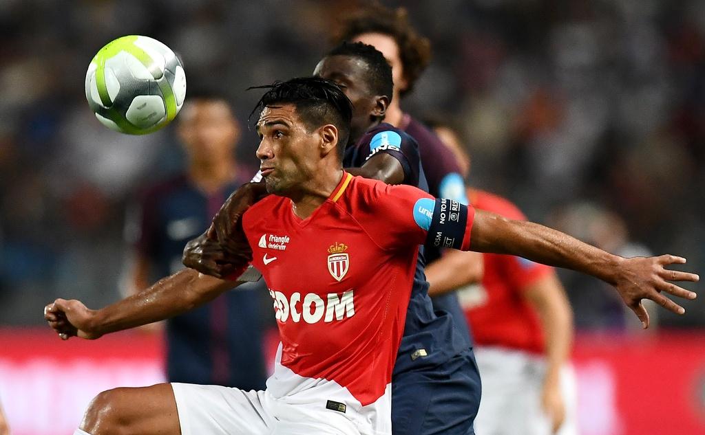 Dani Alves lap sieu pham sut phat dua PSG dang quang sieu cup Phap hinh anh 8