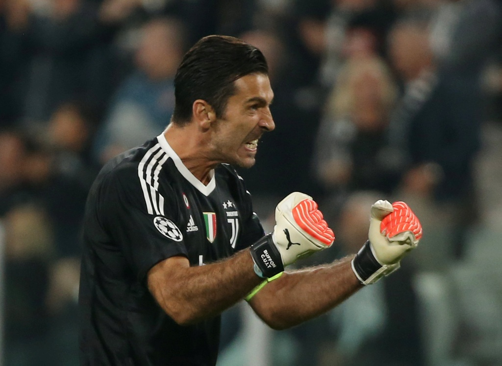 Higuain len tieng, Juventus tim lai niem vui chien thang o cup chau Au hinh anh 5