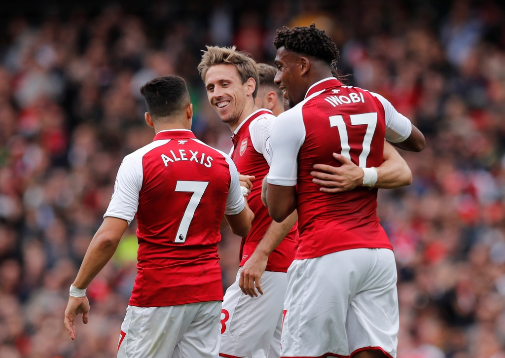 Arsene Wenger pha ky luc cua Sir Alex Ferguson sau tran thang hinh anh 1