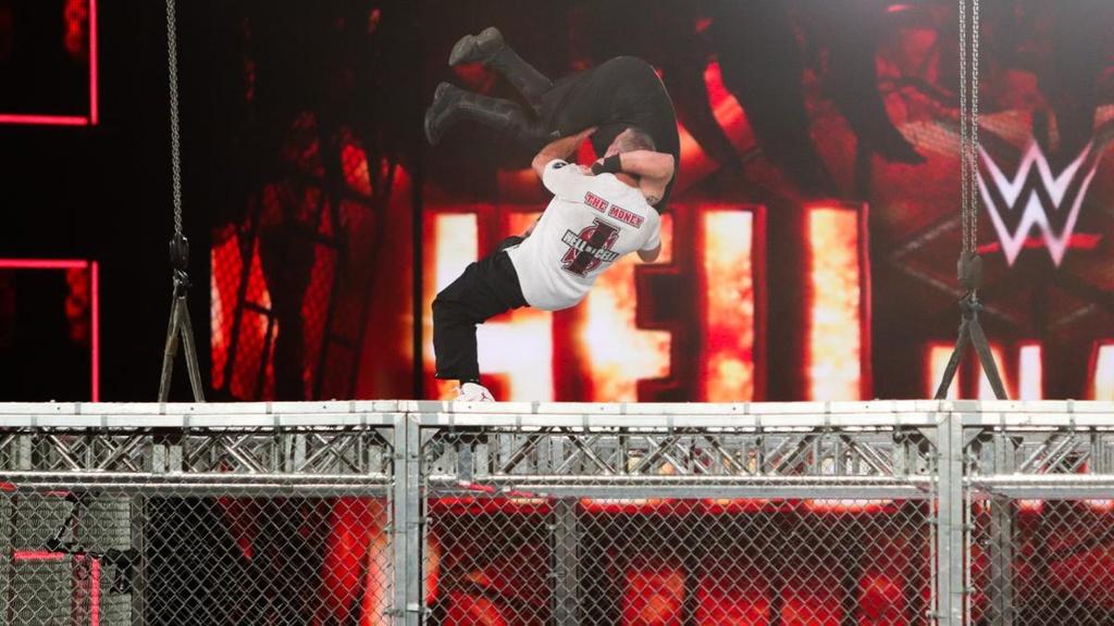 Sao WWE nhap vien sau cu nhay huyen thoai tu noc long sat hinh anh 6