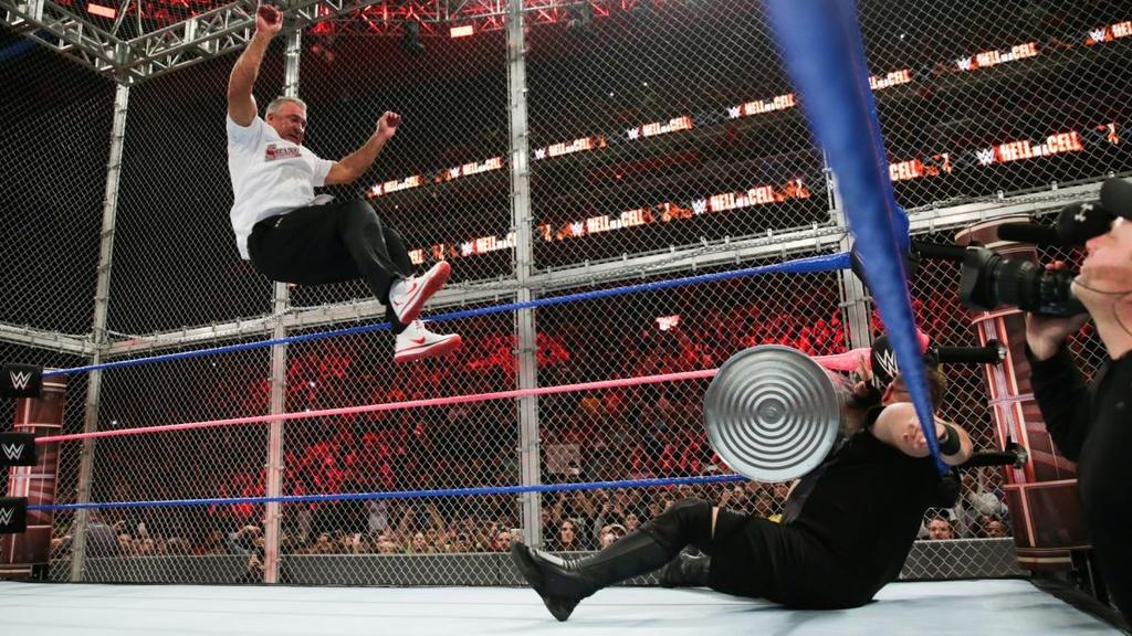 Sao WWE nhap vien sau cu nhay huyen thoai tu noc long sat hinh anh 3