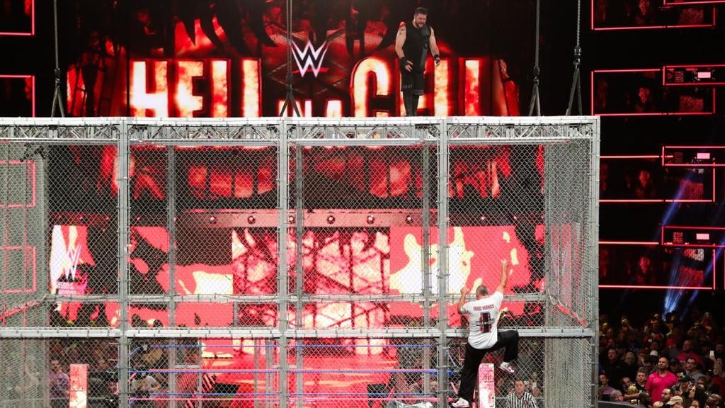 Sao WWE nhap vien sau cu nhay huyen thoai tu noc long sat hinh anh 4