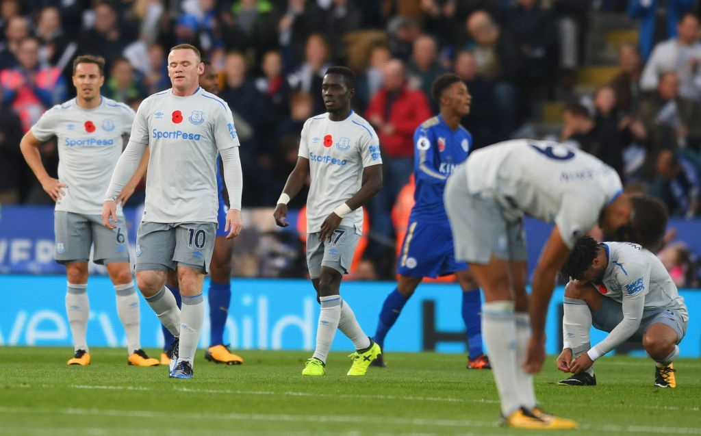 Rooney cung dong doi roi xuong nhom cam den do sau tran thua hinh anh 5