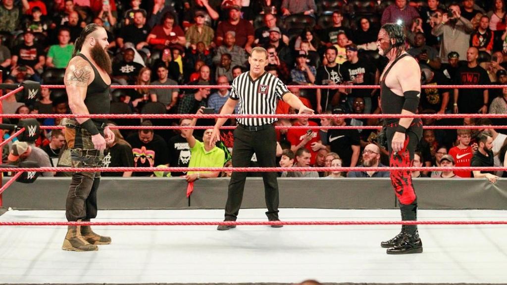 Cu powerslam thung san dau cua 'quai vat' WWE hinh anh 1