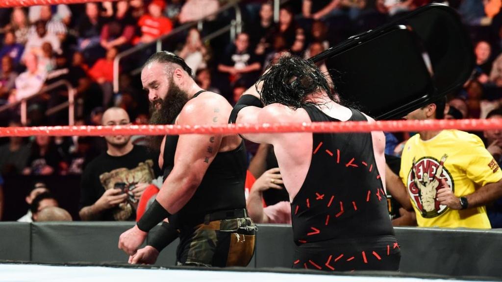 Cu powerslam thung san dau cua 'quai vat' WWE hinh anh 4