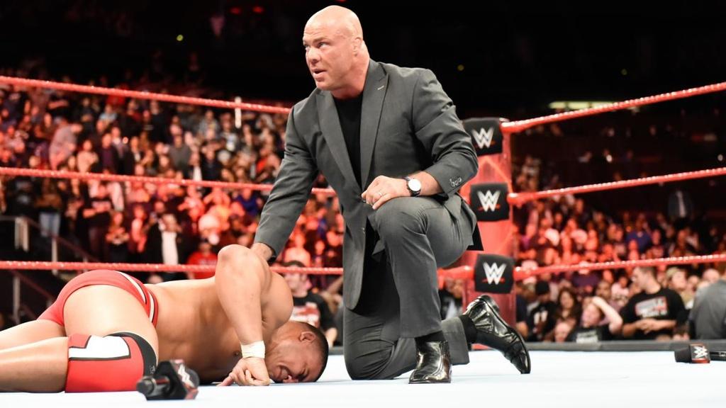 Cu powerslam thung san dau cua 'quai vat' WWE hinh anh 12