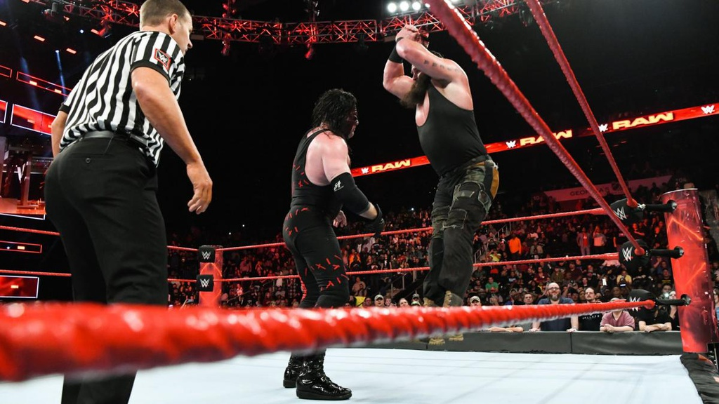 Cu powerslam thung san dau cua 'quai vat' WWE hinh anh 5