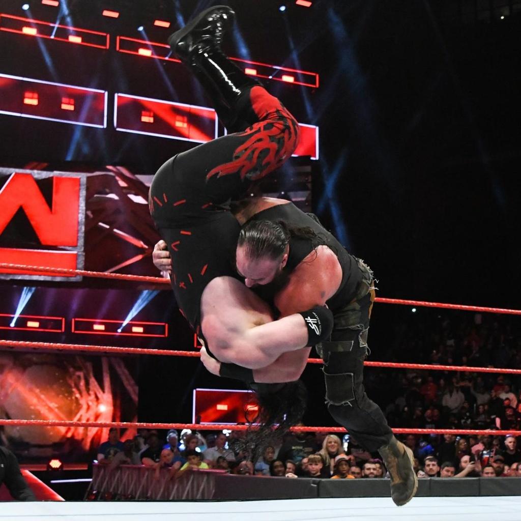 Cu powerslam thung san dau cua 'quai vat' WWE hinh anh 6