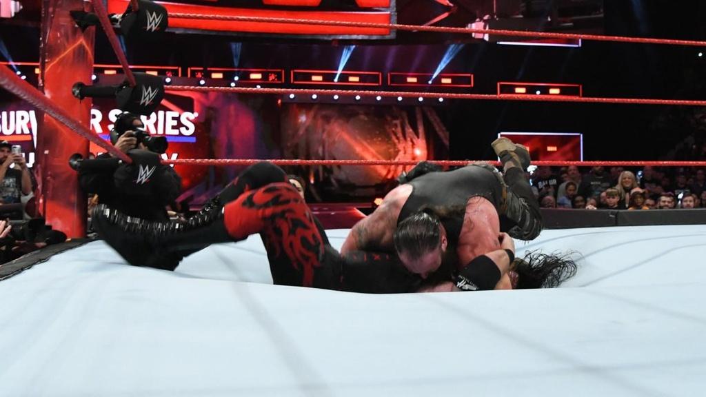 Cu powerslam thung san dau cua 'quai vat' WWE hinh anh 7