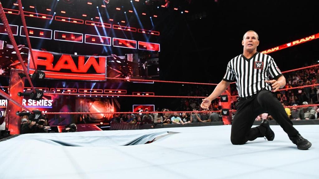 Cu powerslam thung san dau cua 'quai vat' WWE hinh anh 8