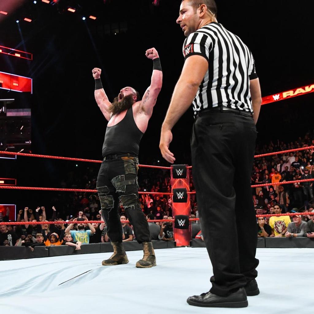 Cu powerslam thung san dau cua 'quai vat' WWE hinh anh 9