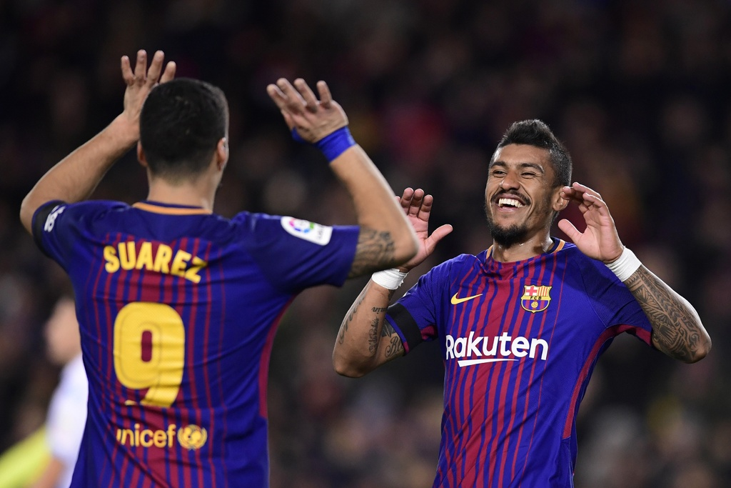 Messi lap hat-trick sut trung khung go, Barca van thang 4-0 hinh anh 8