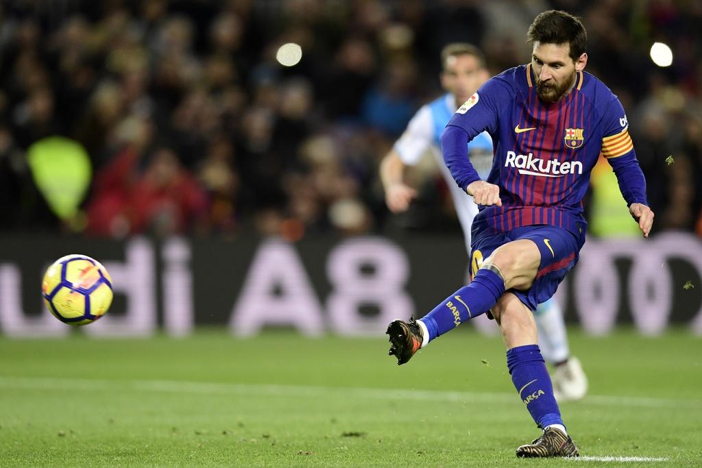 Messi lap hat-trick sut trung khung go, Barca van thang 4-0 hinh anh 7