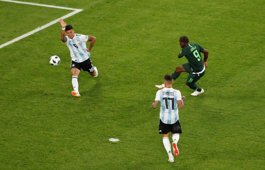 CDV Nigeria chet lang, cau thu bat khoc sau tran thua Argentina hinh anh 9