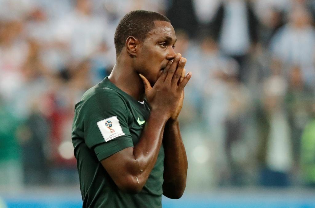 CDV Nigeria chet lang, cau thu bat khoc sau tran thua Argentina hinh anh 10