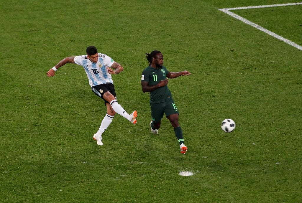 CDV Nigeria chet lang, cau thu bat khoc sau tran thua Argentina hinh anh 2