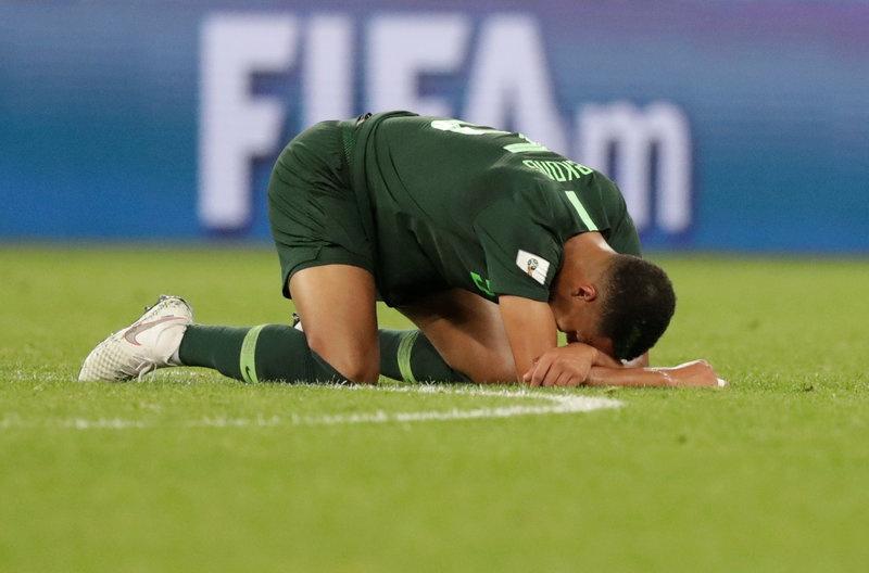CDV Nigeria chet lang, cau thu bat khoc sau tran thua Argentina hinh anh 4