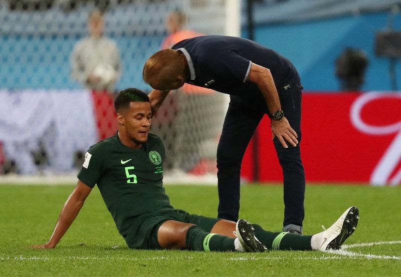 CDV Nigeria chet lang, cau thu bat khoc sau tran thua Argentina hinh anh 7