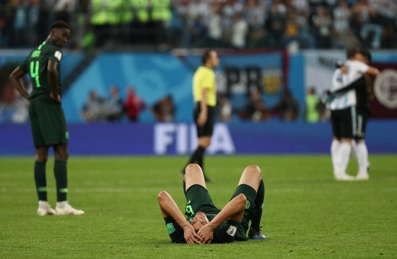 CDV Nigeria chet lang, cau thu bat khoc sau tran thua Argentina hinh anh 3