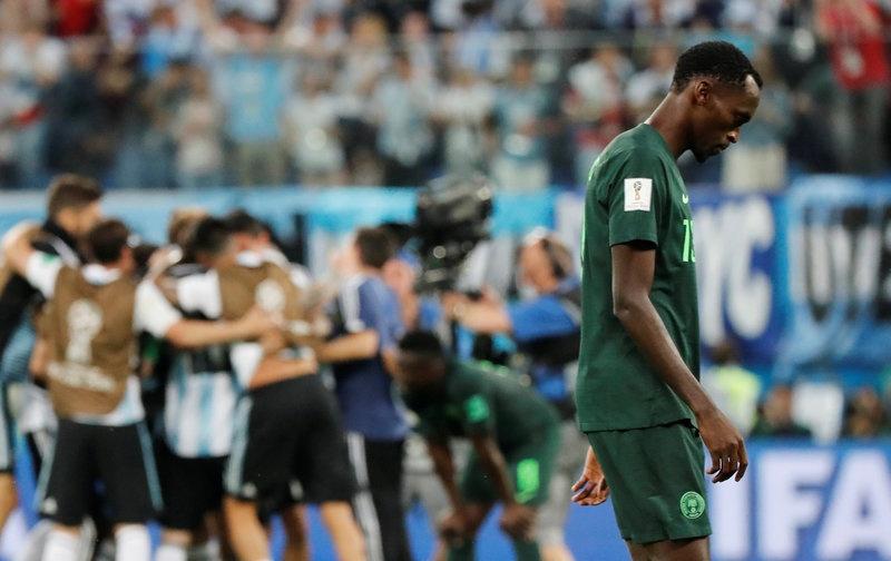 CDV Nigeria chet lang, cau thu bat khoc sau tran thua Argentina hinh anh 1
