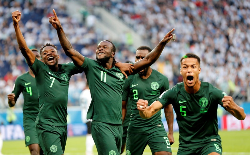 CDV Nigeria chet lang, cau thu bat khoc sau tran thua Argentina hinh anh 8