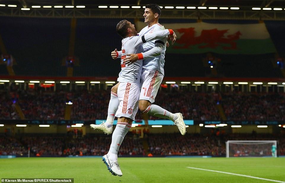 Bale rang ro nhan giai thuong trong ngay DT xu Wales bi vui dap hinh anh 3