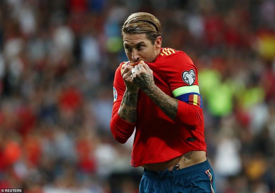 Ramos lap cong giup tuyen Tay Ban Nha de bep Thuy Dien hinh anh 10